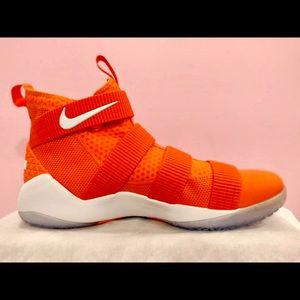 Brand New LeBron soldiers XI US13